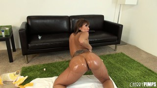 Ava devine oils her succulent curves up and makes her body shine