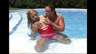 Blondes loves having sex and masturbate in the water