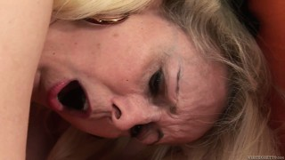 The blonde mature enjoys an intense fucking and has him spraying his cum on her face
