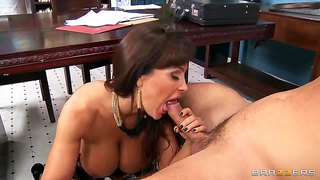 Seductive brunette prostitute lisa ann fucks for money