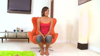 Amateur girlfriend courtney page opens her sweet mouth and sucks a cock