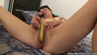 Busty granny hailey plays with vibrator