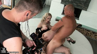 Bj, Babe, Boud, Blond, Driesaam
