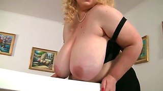Big and beautiful angelynne hart shows her giant tits!