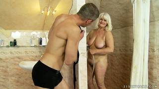 Slutty granny with gray hair starts to remember what is good blowjob