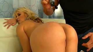 Perfect woman sarah vandella pounded in the doggystyle by wild tommy gunn