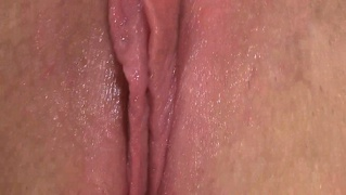 Meaty wet apricot babe uses a clit pump