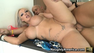 Brooke jameson spreads her legs and lets this beaver-cleaver in
