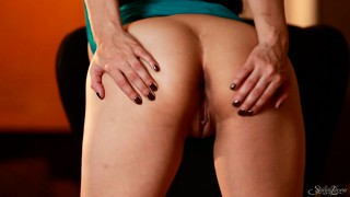 Pleasant-looking brunette becomes truly majestic in this masturbation sequence