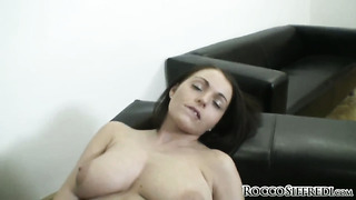 Zara b gets the pleasure from pussy stroking