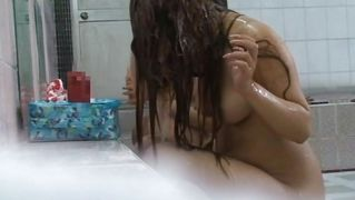 Hidden cam captures sexy babes showering!