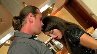Romantic dinner turns into a nasty threesome