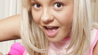 Blonde: 157950 Videouri HD