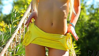 Tracy lindsay is going to masturbate outdoor