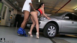 Big tit brunette got her car fixed but has no cash so gives head and fucks