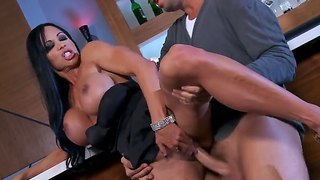 Jewels jade loves when her tits are bouncing