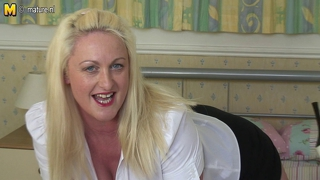 Hot british busty aunty gets horny as hell
