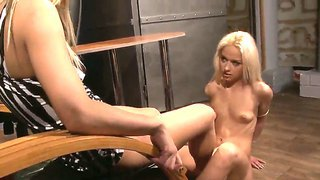 Model-style blonde babes melon and nikky thorne in the light bondage scene