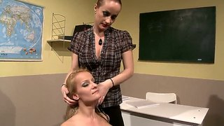 Blonde valentina valenti with big melons lets katy parker stick her tongue in her lesbian bush